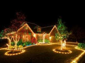 rms_brettdebbie10357281-exterior-christmas-lights_s4x3-jpg-rend-hgtvcom-616-462